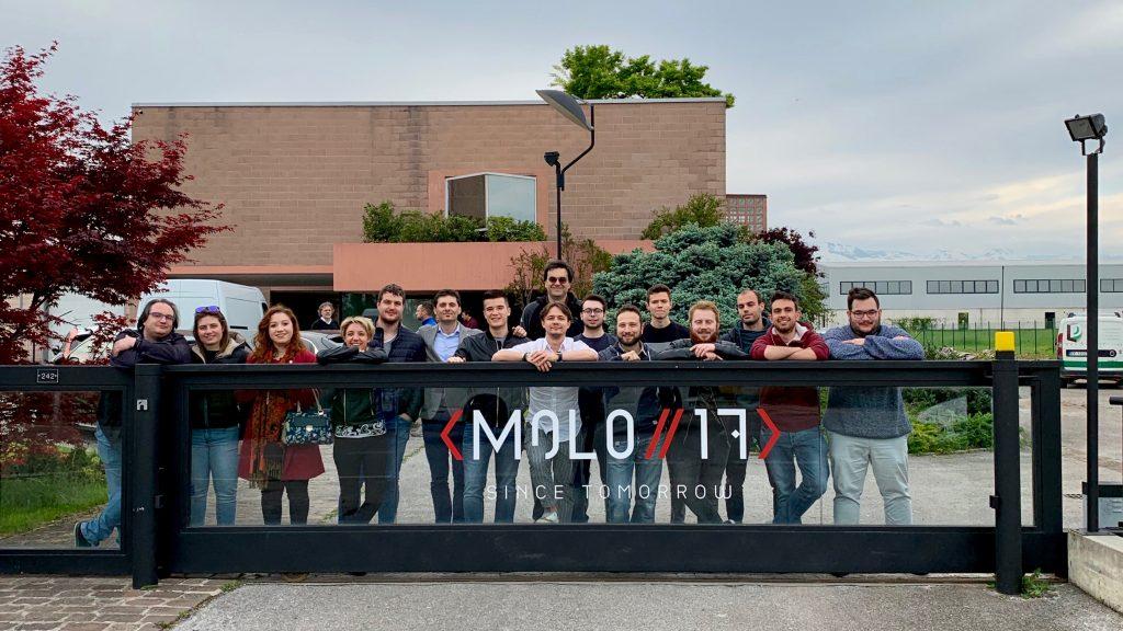 Nuova sede di MOLO17, foto di gruppo di Daniele Angeli e il team presente alla sua inaugurazione